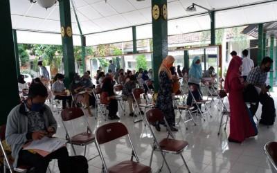 PPDB 2020, Calon Peserta Didik SMA N 2 Yogyakarta Melakukan Proses Daftar Ulang